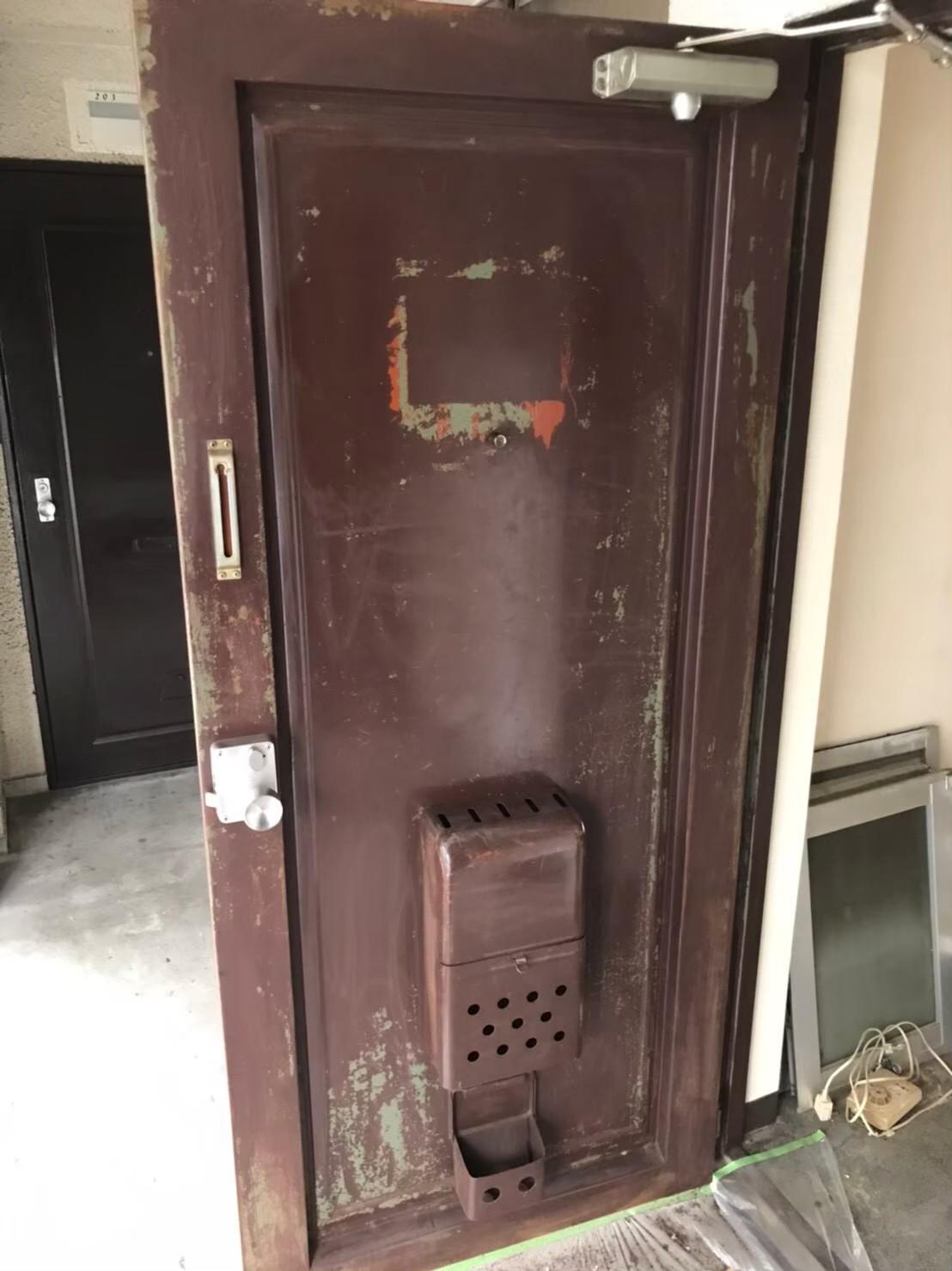 鉄扉の塗装前
