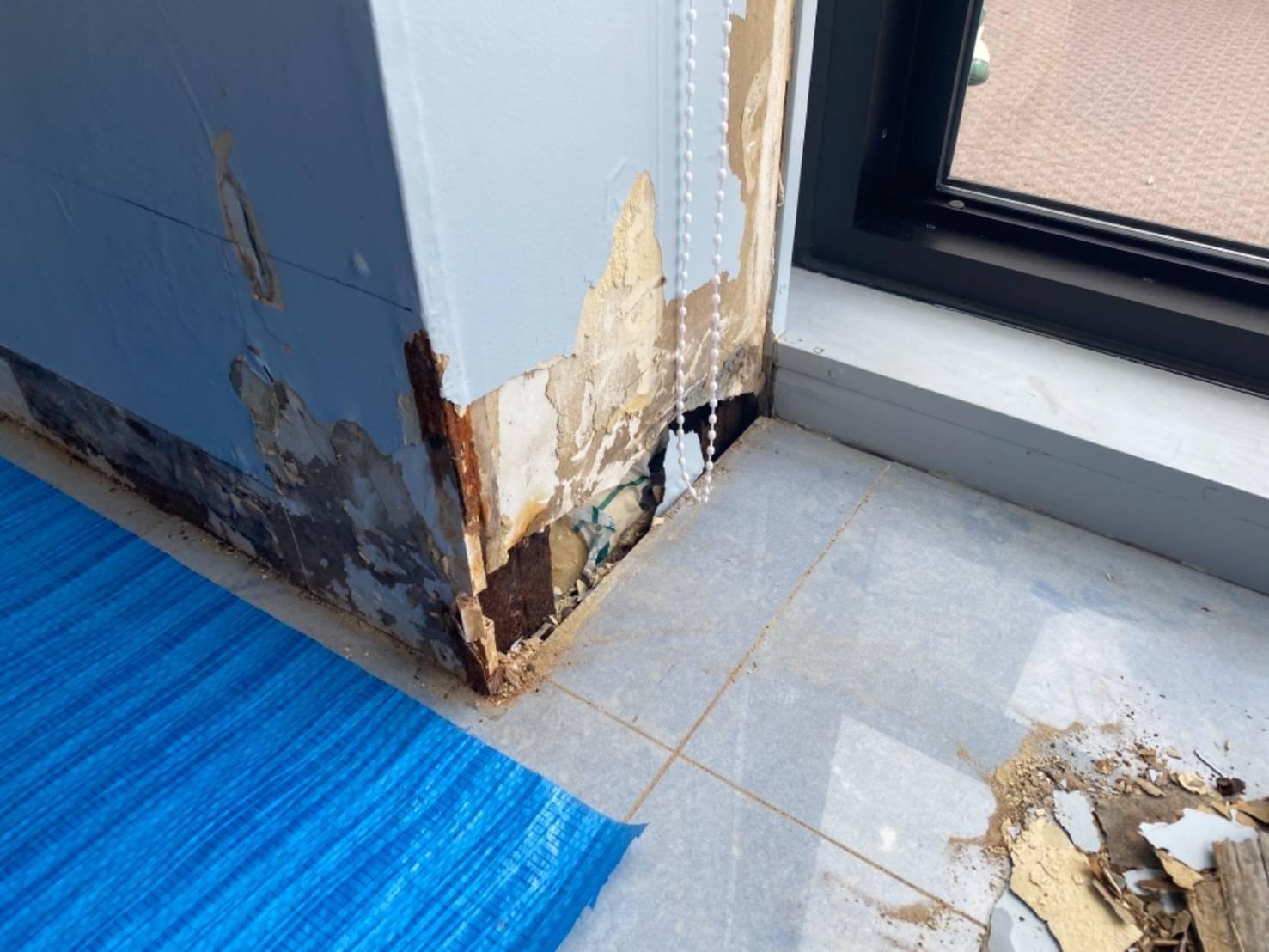 雨漏れで劣化した壁
