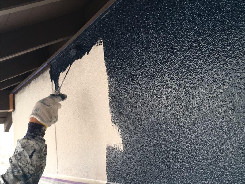 塗装工事 下塗りと中塗り